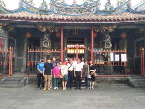 孫明峯校長率領母校師長至台北二中原故址懷舊巡禮代表照片