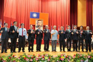 成功高中創校 95 週年校慶慶祝大會 頒獎表揚本年度 10 位傑出校友代表照片