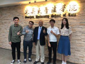 訪談東吳大學法學院院長 鄭冠宇代表照片